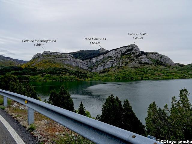 Embalse de Barrios de Luna y algunas de las cima que hoy hollaremos.