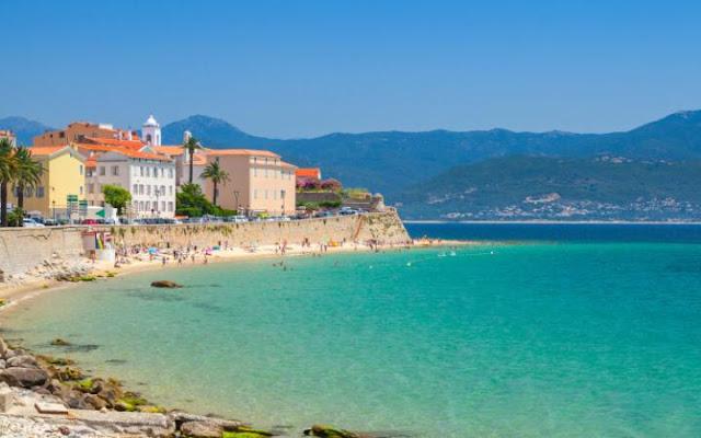 Viagem de carro alugado pelas praias da França