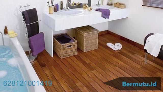 2 Lantai Kayu untuk Menghias Kamar Mandi lebih elegan