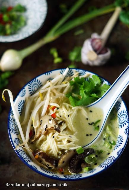 zupa, mleczko kokosowe, shitake, wegetarianskie, obiad, tajska, bernika, kulinarny pamietnik