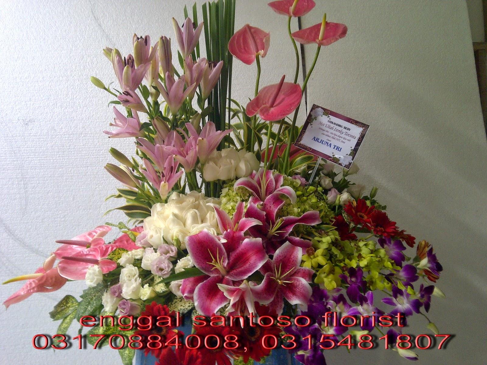 rangkaian karangan bunga meja tiger lily