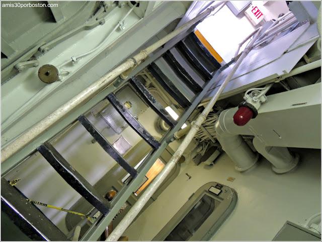 Escaleras Pasillos USS JOSEPH P. KENNEDY, JR. DD850