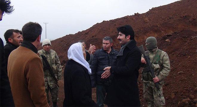 Çınar Kaymakamı Selami Kaya'dan mezarların taşındığı iddia edilen mahallede inceleme