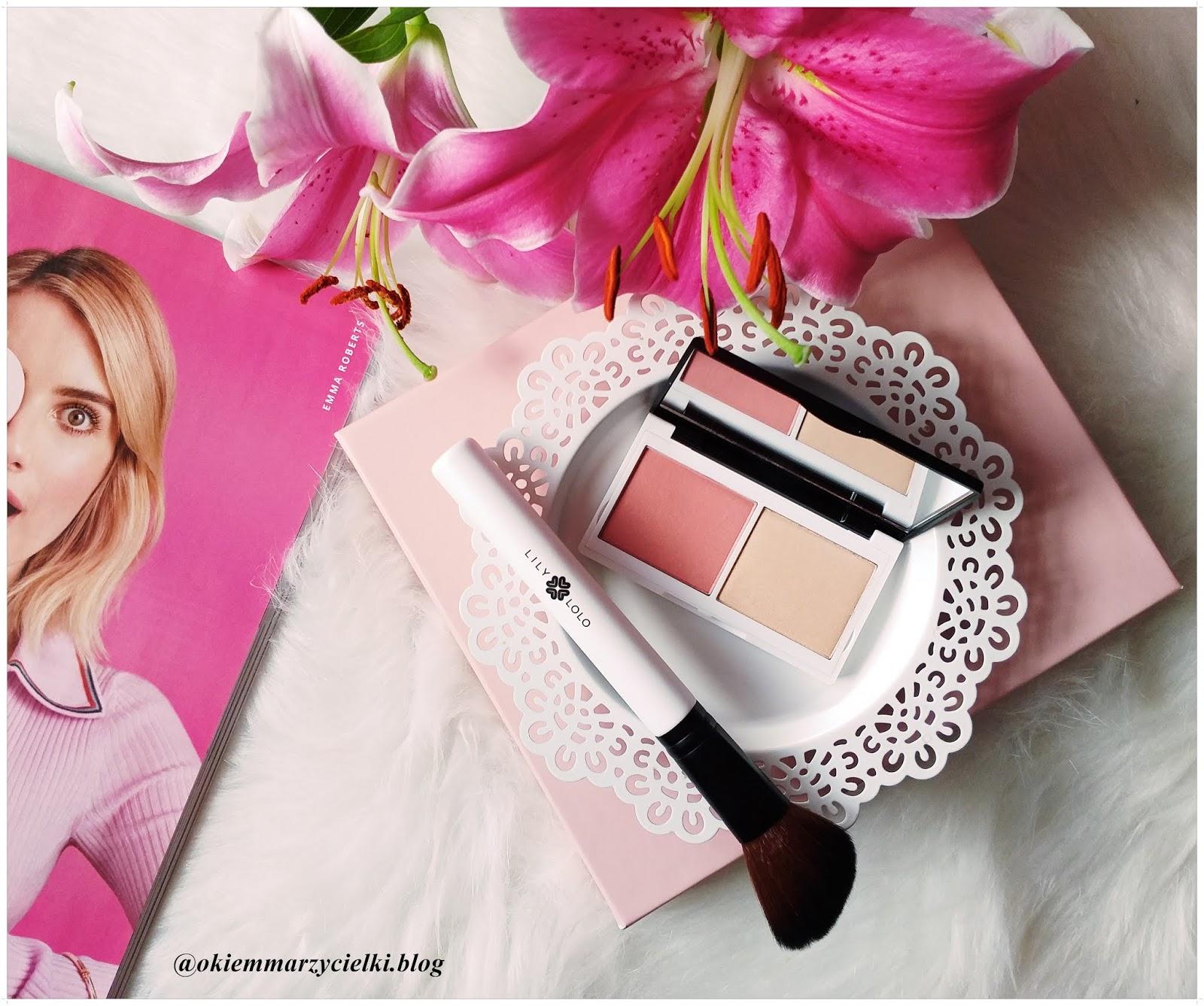 Pędzel do makijażu & Podwójny naturalny róż prasowany Coralista, Lily Lolo- recenzja #100