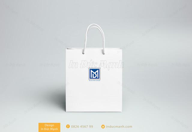 mẫu túi giấy dựng quà màu trắng