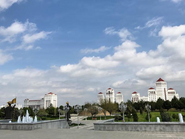 トルクメニスタンの首都アシュガバードにある高級住宅地(石油天然ガス関係者の専用住宅との話)