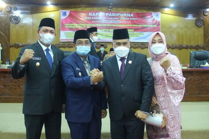 Bupati dan Wabup Tanjabbar Ikuti Rapat Paripurna Terkait PAW Anggota DPRD
