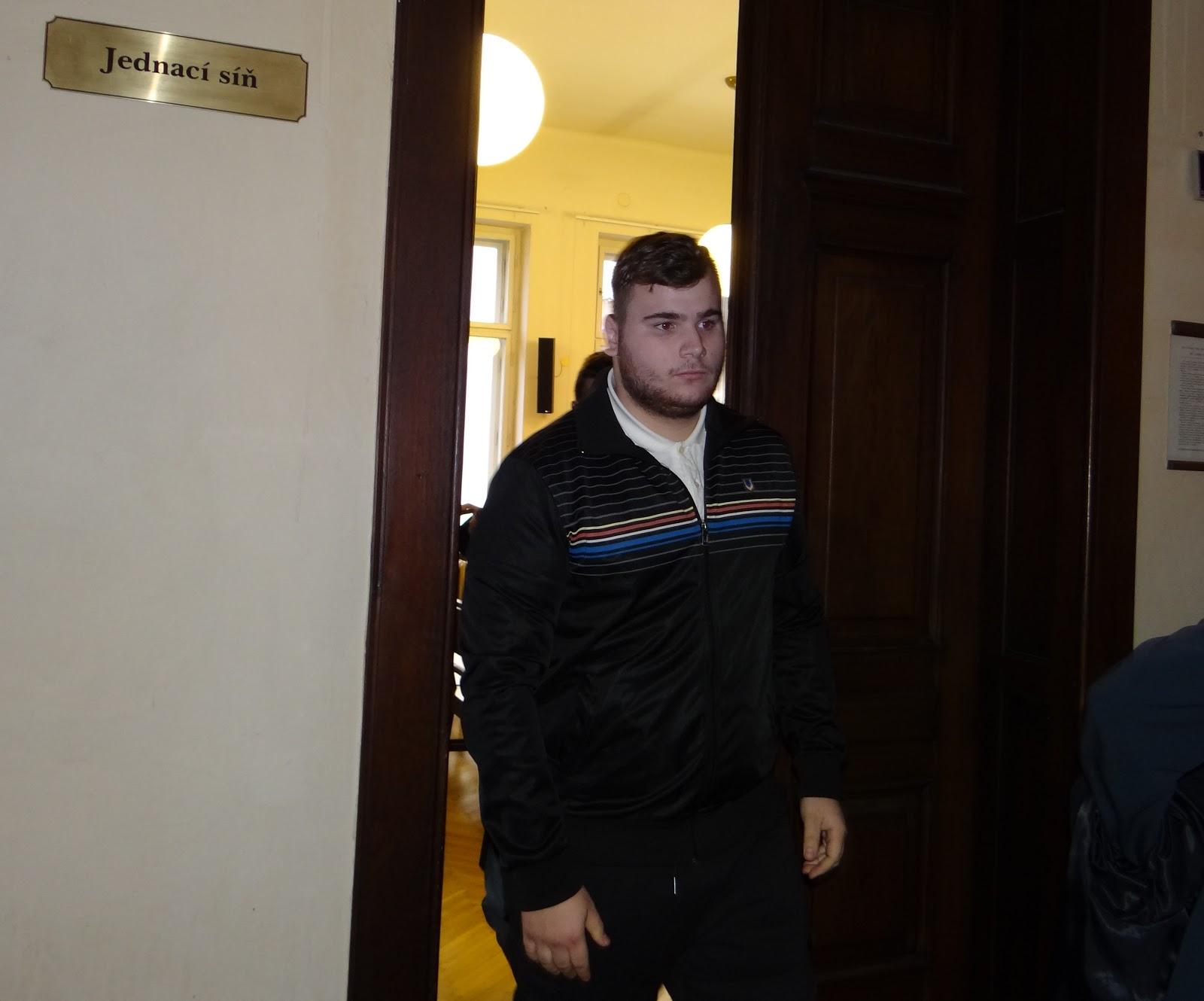 Obžalovaný Dominik Zabloudil před jednací síni. Autor: Michaela Jagusztynová
