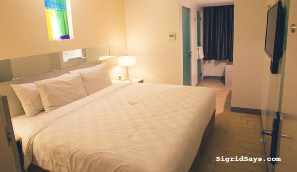 Go Hotels PH - family travel - Philippines Bacolod hotel - Bacolod blogger -  visit Philippines - Filipino travelers-  Go Hotels Iloilo - Queen Room