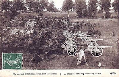 Carte postale: Un groupe D'artillerie attendant les ordres