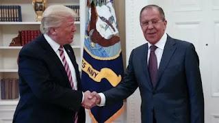 """Los periódicos norteamericanos The Washington Post y The New York Times informaron que el presidente de Estados Unidos habría compartido datos de inteligencia con el canciller ruso, Sergei Lavrov, durante su visita a la Casa Blanca. El asesor en temas de seguridad H.R. McMaster aseguró que """"la noticia es falsa"""""""