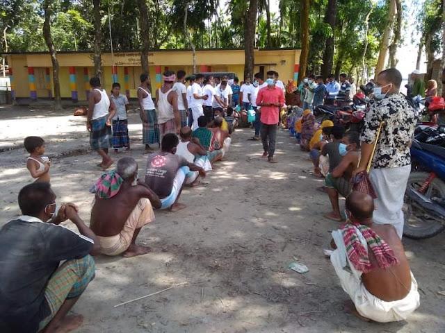 বন্যাদুর্গতদের পাশে উমরমজিদ ইউনিয়ন মানব-কল্যান সংগঠন