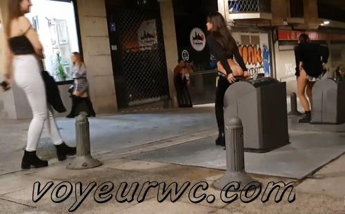 Girls Gotta Go 97_136 (Spanish drunk girls pee in a public place)