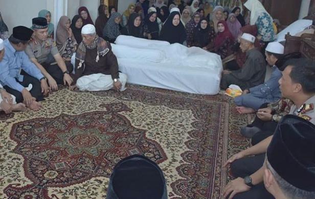 Kapolda Jambi Laksanakan Takziah Kerumah Duka Tuan Guru KH Muhammad Daud Alhafidz