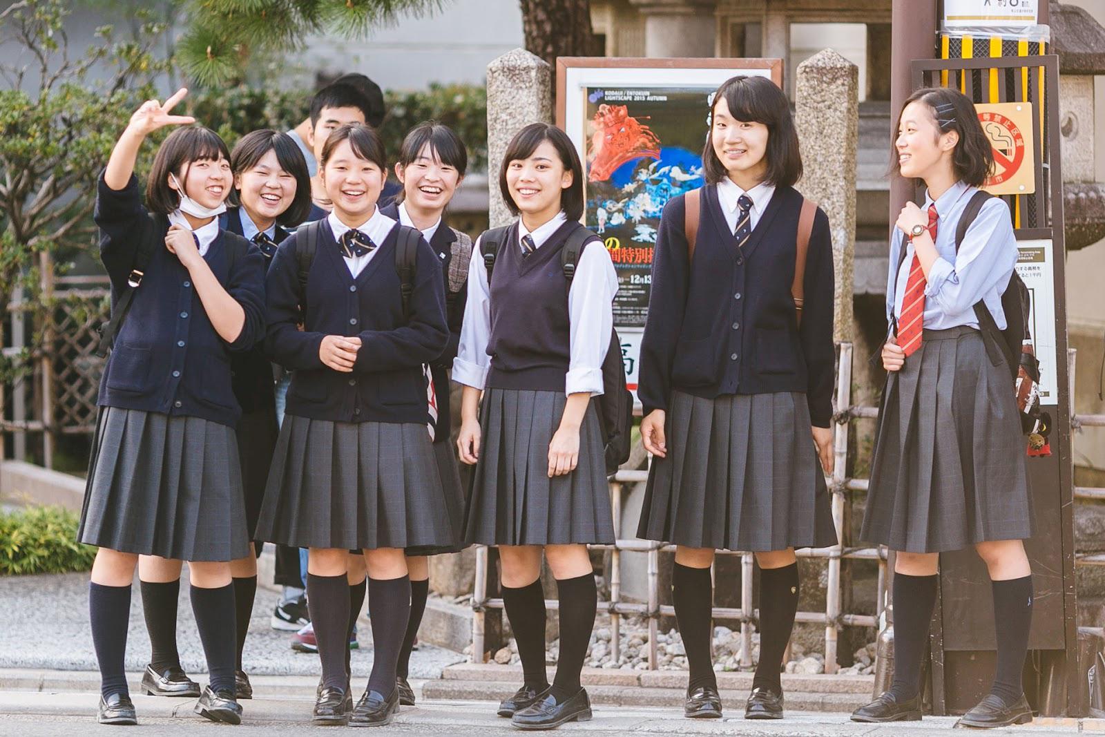 Penampakan Rok Mini siswi Jepang di Jalan