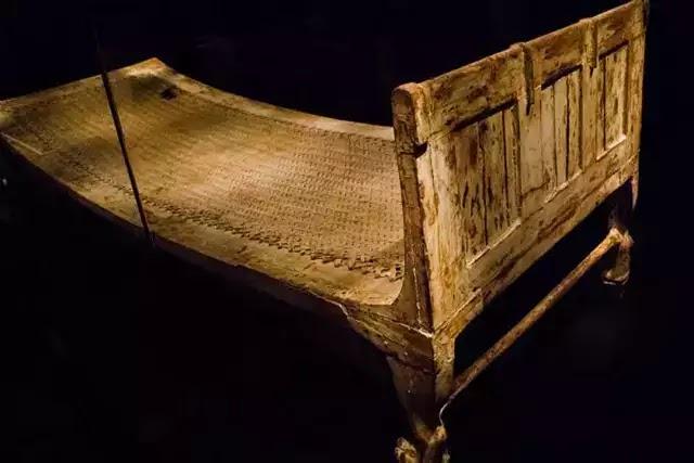 M.Ö. 3400 yılında kullanıldığı kabul edilen Kral Tutankamon'un yatağı.