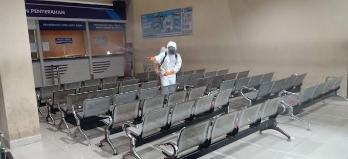 PMI Sterilkan Kantor Pelayanan Samsat Depok