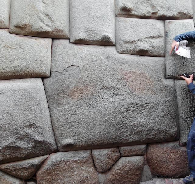 Piedra de los doce ángulos, Cuzco