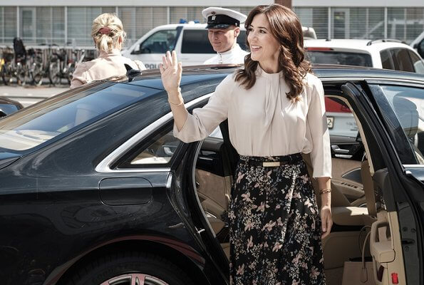 Crown Princess Mary wore Andiata flower print maxi skirt. Crown Princess Mary wore a flower print midi skirt by Andiata