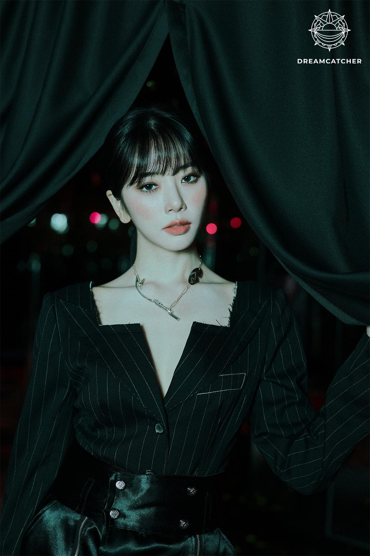 드림캐쳐, '서머 홀리데이' 개인 콘셉트 포토 공개 완료…블랙 카리스마