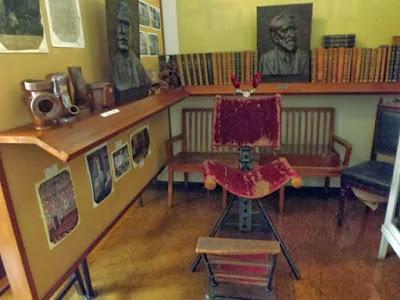 Mobiliário e objetos do Museu da História da Medicina