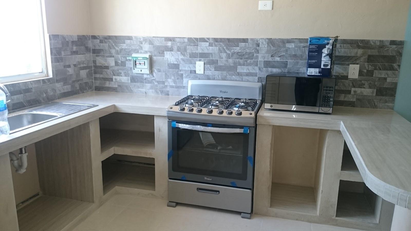Mr repara cocina en departamento con cubierta y muros de for Gabinetes en cemento