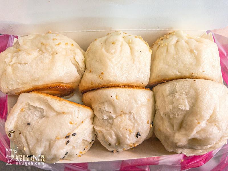 【南機場夜市美食】鈺師傅上海生煎包。出爐就秒殺的排隊水煎包