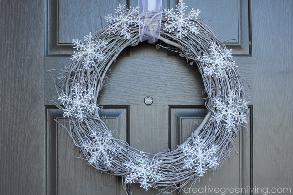 How to make an easy DIY wreath that lasts all winter