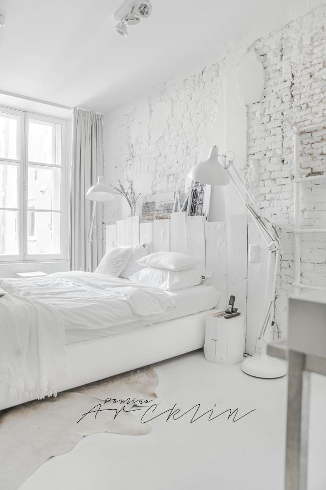 Un dormitorio enteramente blanco con muchas ideas de decoración que puedes hacer tu misma