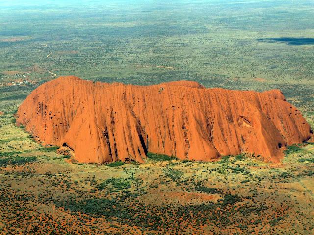 Uluru (c) Roderick Eime