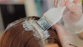 Pintar e alisar o cabelo pode elevar risco de câncer de mama
