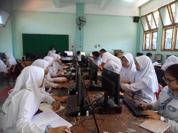 Best Practise: Belajar Cerdas Berinternet untuk Menulis Teks Eksposisi