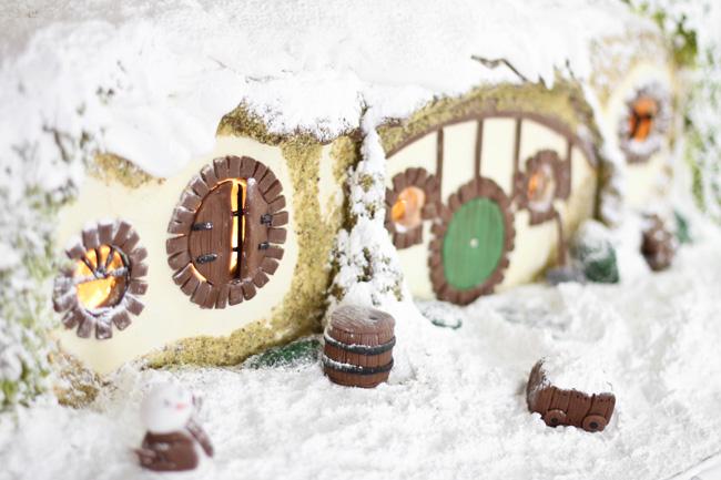 Sprinkle Bakes: Gingerbread Hobbit Hole - Hobbit Houses Inspired