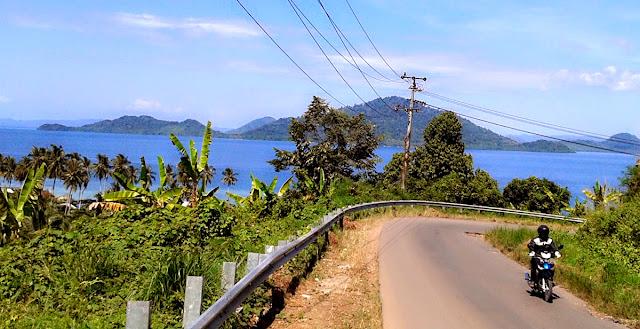 Jalan ke Pantai Ketapang