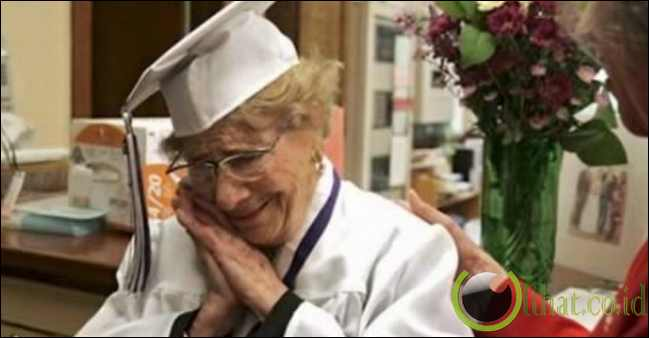 Nenek Lulus SMA