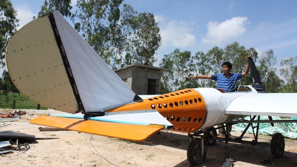 Pelajar Kamboja Sukses Kembangkan Mobil Terbang, Jokowi Kena Sentil Pengamat Penerbangan: Esemka Mana Suaranya Pak?