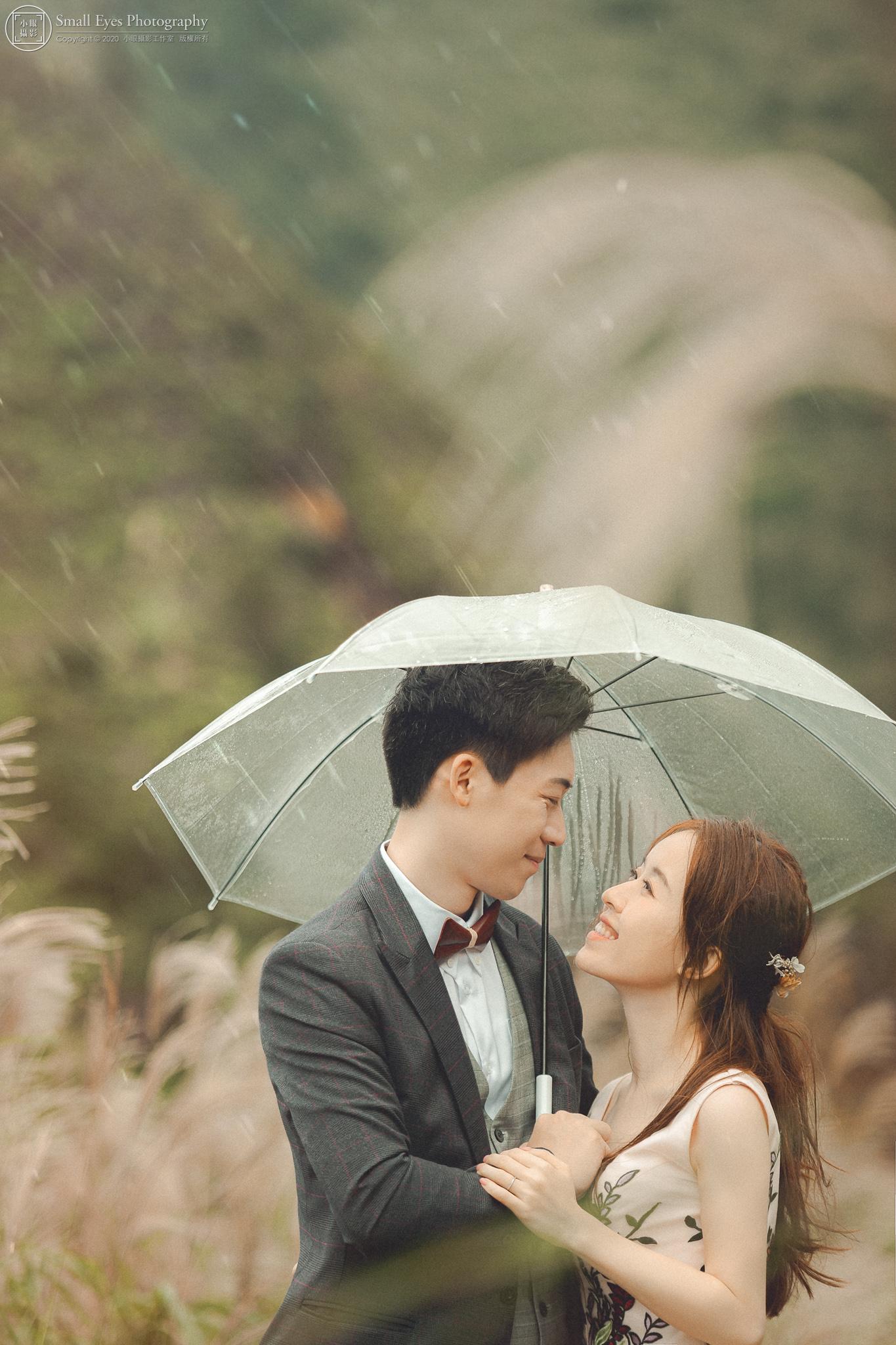 小眼攝影,自助婚紗,婚攝,婚紗攝影,新秘瓜瓜,吉兒婚紗,台灣,北部,北海岸,芒草,芒花,下雨,