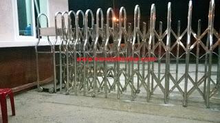 001%2B%25282%2529 Cột cờ inox 304 cao 9m 10 m 11m 12m, cổng xếp inox 304 , cổng xếp sắt không ray kéo tay