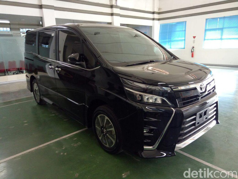 Toyota Voxy Harganya Sekitar Rp 450 Jutaan