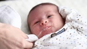 Các trường hợp chớ, táo bón, mẩn ngứa, lồng ruột ở trẻ sơ sinh