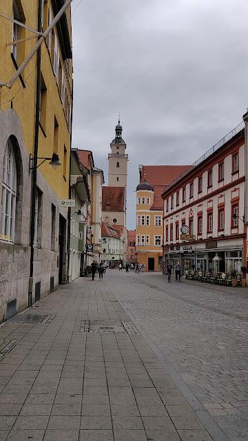 Ingolstadt Altstadt Blick aufs altes Rathaus mit Pfeifturm und Moritzkirche