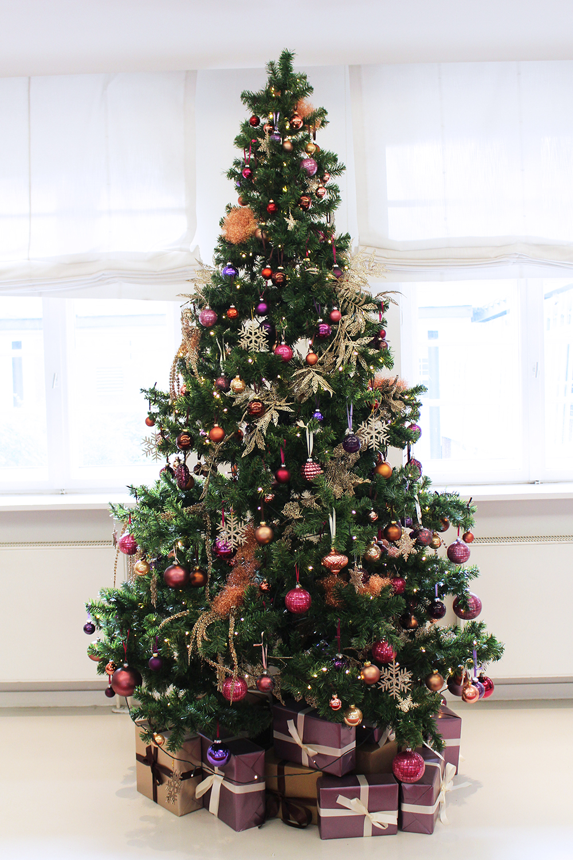 Christmas tree at Ellington Hotel, Berlin - travel & lifestyle blog