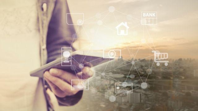 Punya Rekening Online, Pilih Mobile Banking atau E-Wallet?