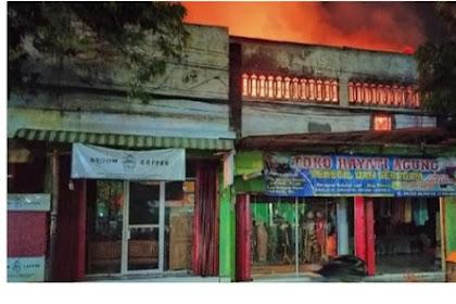 Toko Kain Di Ponorogo Terbakar Hebat Api Merambat Ke 3 Rumah
