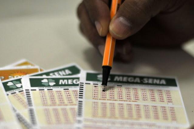 Ninguém acerta as seis dezenas da Mega-Sena e prêmio acumula em R$ 12 milhões