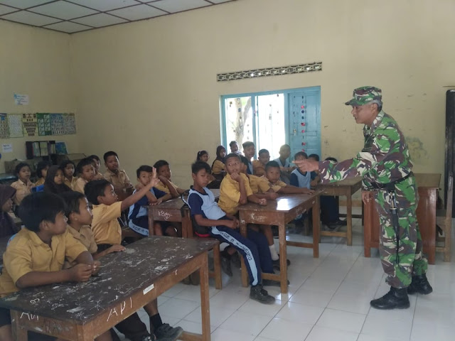 Senangnya Murid SDN 3 Jimbung Dengan TNI Satgas TMMD Reg 105 Kodim Klaten
