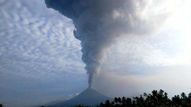 BREAKING NEWS! Gunung Soputan Keluarkan Asap Setinggi 8.809 Meter