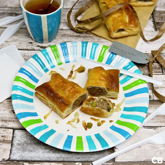 Recept Saucijzenbroodjes uit eigen oven: van kalfsgehakt met pistachenootjes