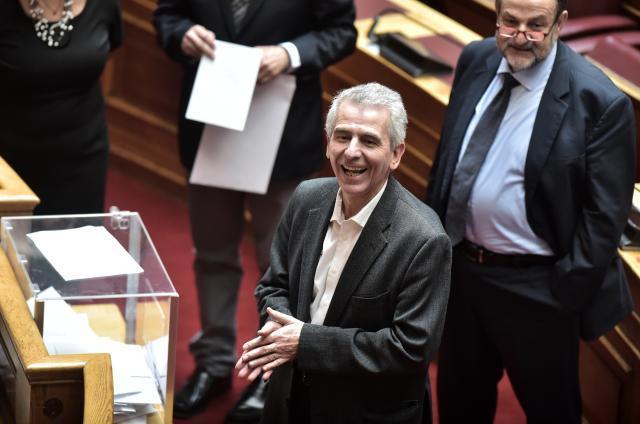 Απίστευτα πράγματα με συμπαιγνία ΝΔ – ΚΙΝΑΛ στο Ελληνικό Κοινοβούλιο  – VIDEO