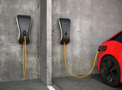 perbedaan km/liter dengan kWh/km pada mobil mesin konvensional dengan mobil listrik
